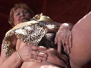 Porn mature lesbians on 100 kilograms indulge in cunnilingus, lying on the tile