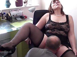 50 летний муж лижет жене и удовлетворяет в постели