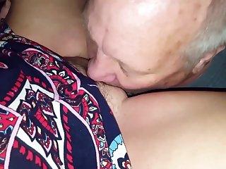 Раздвинула ноги для любовника на глазах супруга