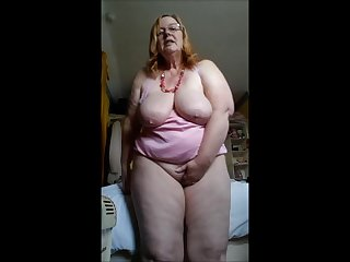 Amateur masturbation at home from an elderly aunt
